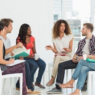 group of 4 women and 2 men are discussing.
